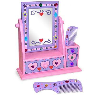 Decoreaza-ti propriul set din lemn cu oglinda de la Melissa&Doug